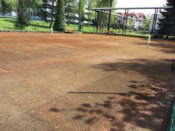 Mach na celej hracej ploche športoviska z umelej trávy