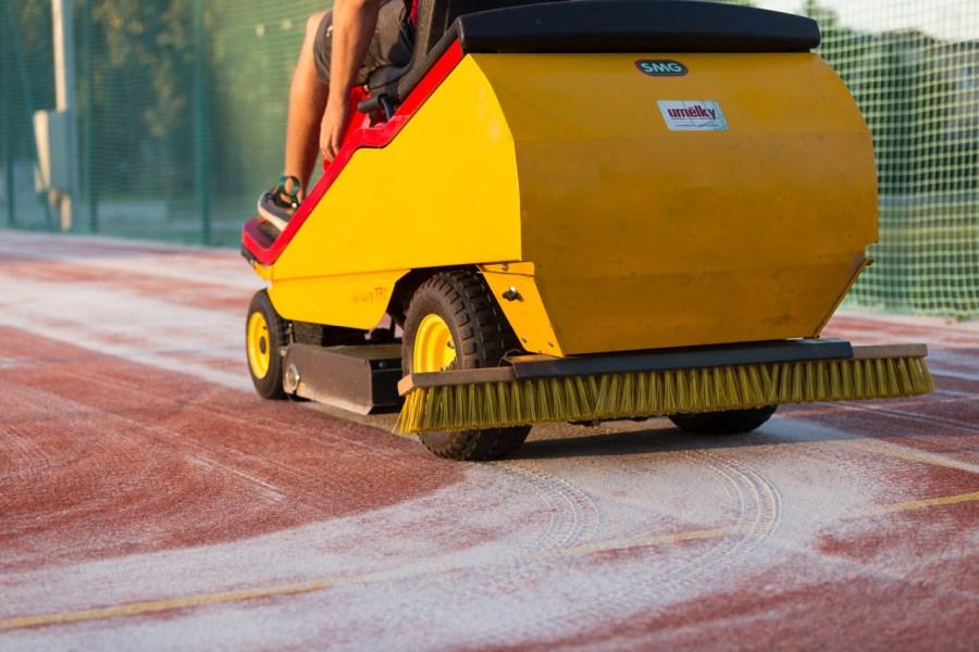 údržba tenisových a víceúčelových sportovišť s umělým povrchem