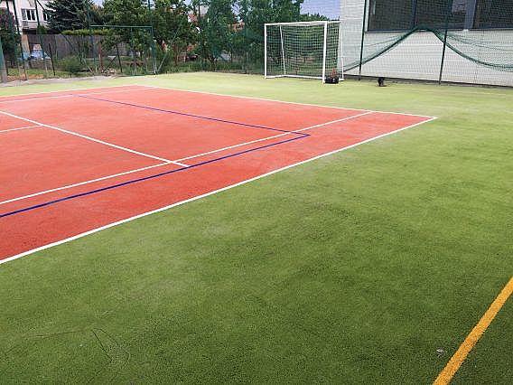 Sportovní povrch z umlého trávniku po celkové revitalizaci ve Zlíně