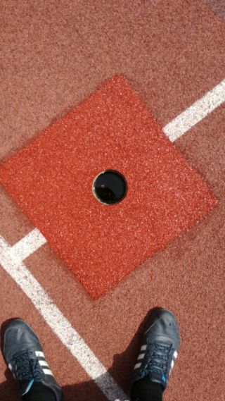 Oprava umělého povrchu EPDM a PUR pojiva na několika místech sportoviště