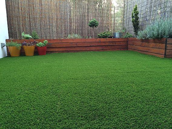 Instalace dekorativní umělé trávy