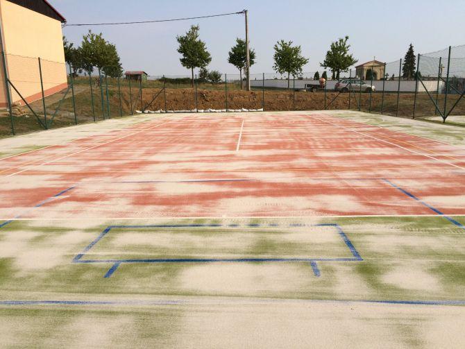 Regenerace umělého trávníku nedaleko Znojma
