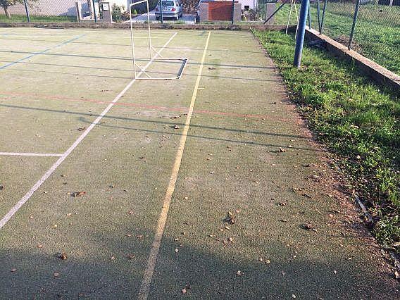 Pravidelná údržba umělého trávníku v Opavě