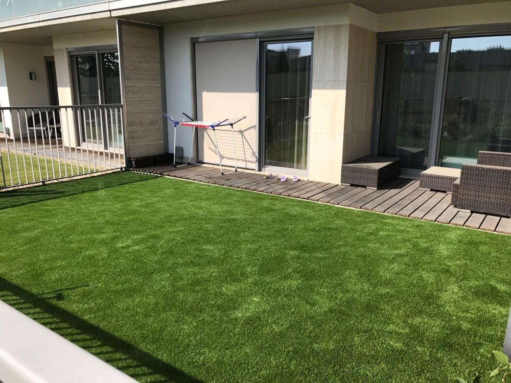 Umělá tráva na terase