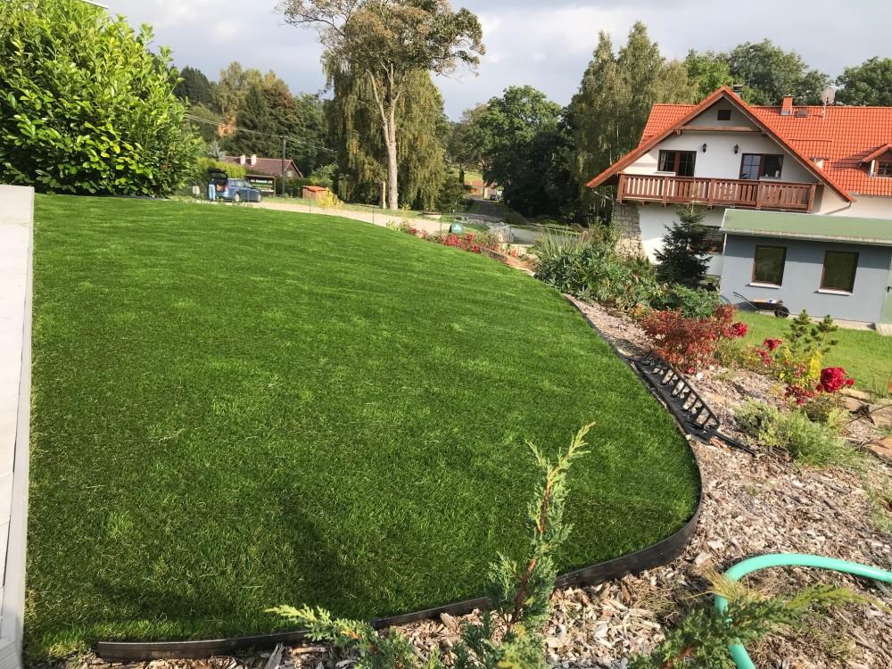 Spoje umělé trávy
